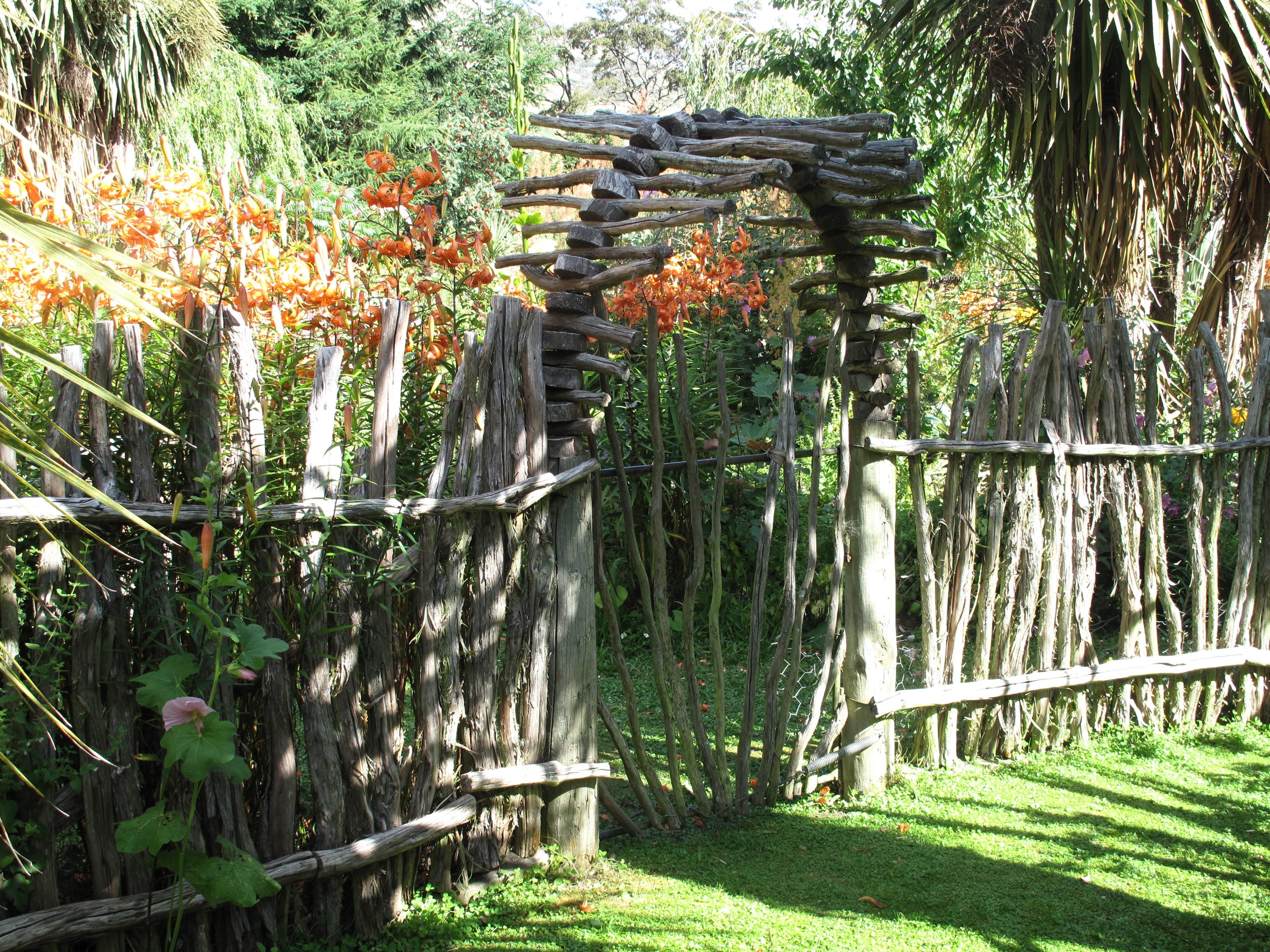 Sadler Garden Collections   Fence Around The World