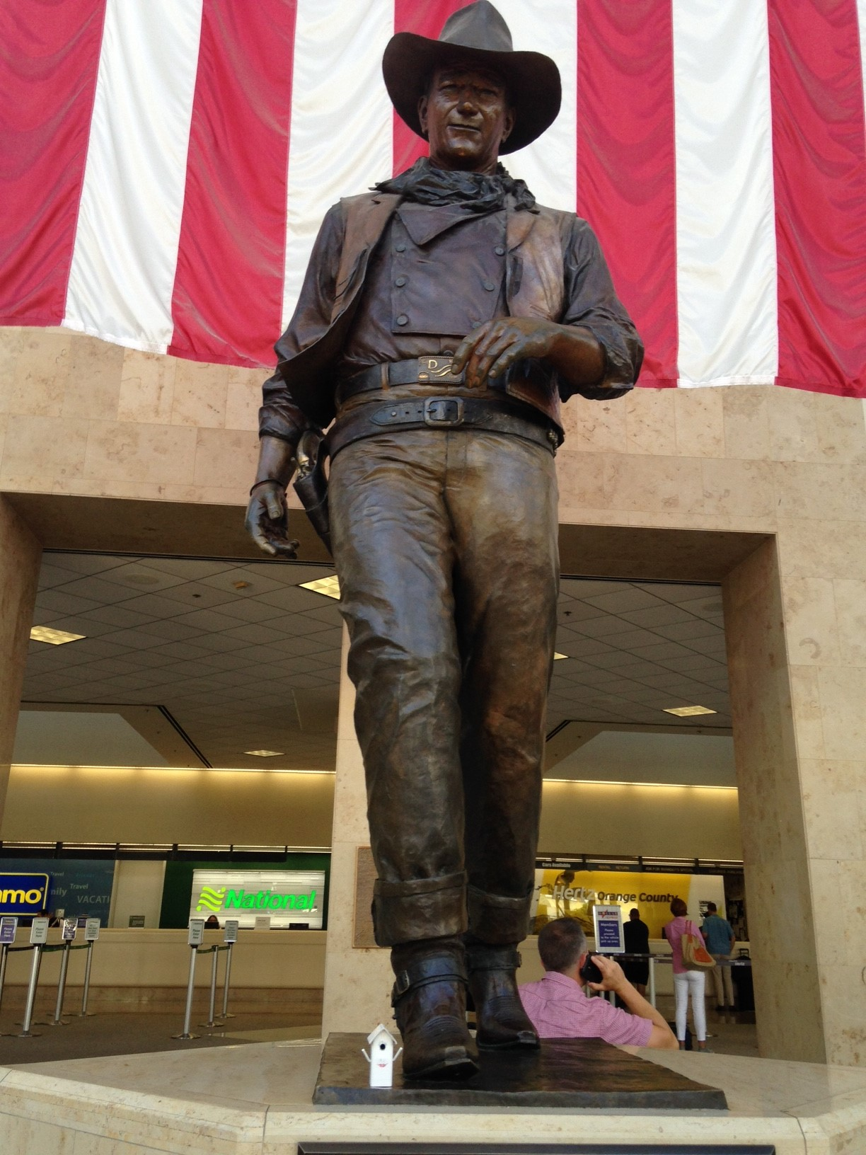 Polly meets John Wayne in Santa Anna Airport in California