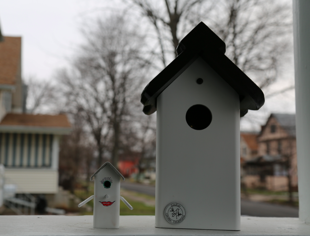 Sadler Garden Collections - Polly The Traveling Birdhouse